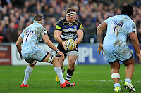 Henry Thomas of Bath Rugby in possession. Aviva Premiership match, between Bath Rugby and Worcester Warriors on December 27, 2015 at the Recreation Ground in Bath, England. Photo by: Patrick Khachfe / Onside Images