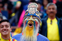 QUITO - ECUADOR - 01-09-2016: Un hincha ecuatoriano anima a su equipo durente el encuentro entre Ecuador y Brasil por la fecha 7 de la clasificación a la Copa Mundo FIFA 2018 Rusia jugado en el estadio Olímpico Atahualpa en Quito./  An ecuadorian fan cheer for his team during the match between Ecuador and Brazil for the date 7 of 2018 FIFA World Cup Russia Qualifier played at Olimpico Atahualpa stadium in Quito. Photo: VizzorImage / Agencia Cronistas Gráficos