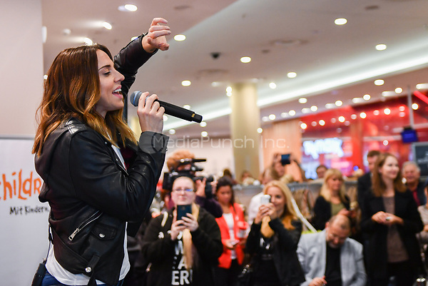"Singer Melanie C performs during a lunch concert at TK Maxx for  ""Children for a better World e.V."" for World Children's Day in Berlin, Germany, 19 September 2017. World Children's Day is annually on the 20th of September. Photo: Jens Kalaene/dpa/MediaPunch ***FOR USA ONLY***"