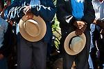 Nel 1980 iniziava il periodo pi&uacute; tragico dei 36 anni del conflitto armato interno. Nello stesso anno, l'Esercito del Guatemala, dopo averla bombardata, entra in una remota comunit&agrave; di San Miguel Uspant&aacute;n, Quich&egrave; chiamata El Desenga&ntilde;o. Distrugge oltre 100 case e assassina 147 persone tra uomini, donne e bambini. <br /> I sopravvissuti scapparono tra i boschi circostanti. Molti prendettero parte alla CPR (Comunidad de Poblaci&oacute;n en Resistancia) e al EGP (Ejercito Guerrillero de los Pobres)  altri cercarono riparo in altre zone del Paese e nel vicino Messico.<br /> Dopo 30 anni, i sopravvissuti e le loro famiglie, oltre 400 persone, si sono riunite per commemorare le vittime tra le rovine della vecchia chiesa.<br /> <br /> <br /> 1980 signed the beginning of the most tragic period of the 36 years long Guatemalan internal armed conflict.<br /> In this year the Guatemalan Army bombed and then entry on to the remote community of San Miguel Uspat&aacute;n, Quiche, called El Desengagno.<br /> The army destroyed over 100 homes and killed 147 people between men, women and children.<br /> The survivors manage to escape by hiding in to surrounding bushes. Later on some of them became member of CPR, (Comunidad de Poplacion en Resistancia) some joined the EGP (Ejercito Guerrillero de los Pobre), others find refuge on different area of Guatemala and to the near Mexico.<br /> After 30 years the survivors and their family, over 400 people, reunited to commemorate the victims at the ruin of the old church.
