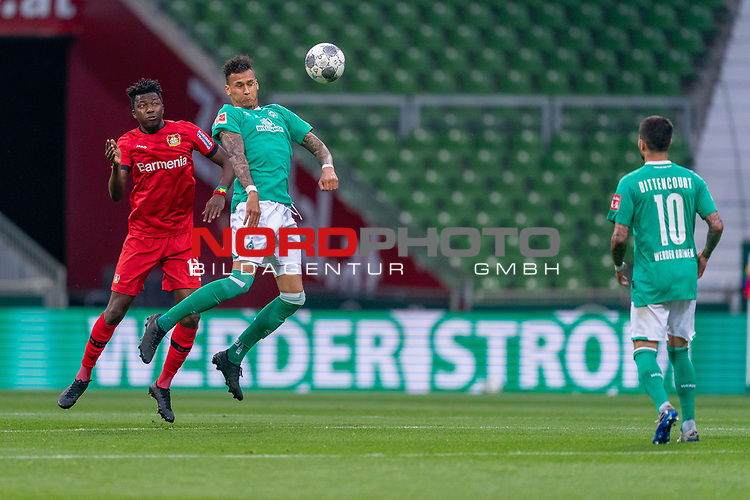 Edmond Tapsobsa (Leverkusen #12),  <br /> Davie Selke  (SV Werder Bremen #09)<br /> <br /> Sport: Fussball: 1. Bundesliga: Saison 19/20: <br /> 26. Spieltag: SV Werder Bremen vs Bayer 04 Leverkusen, 18.05.2020<br /> <br /> Foto ©  gumzmedia / Nordphoto / Andreas Gumz / POOL <br /> <br /> Nur für journalistische Zwecke! Only for editorial use!<br />  DFL regulations prohibit any use of photographs as image sequences and/or quasi-video.