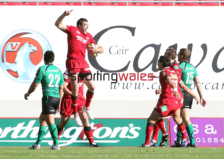 Sean Lamont celebrates after diving over in the last seconds of the match to snatch victory for the Scarlets..Magners League.Scarlets v Connacht.Parc Y Scarlets..11.09.10.Photo credit: Steve Pope - Sportingwales..