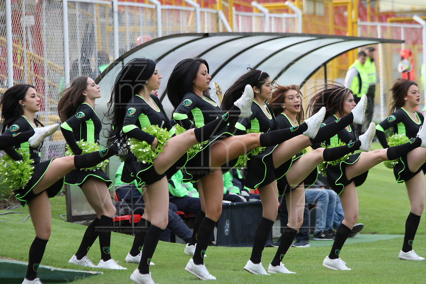 BOGOTA - COLOMBIA - 19 - 07 - 2017: Porristas de La Equidad animan a su equipo  durante partido entre Equidad y Jaguares FC, de la fecha 3 por la Liga Aguila II 2017 en el estadio Metropolitano de Techo en Bogotá. / Cheerleaders of Equidad cheer their team during a match of the date 3nd for the Liga Aguila II 2017 at the Metropolitano de Techo  Stadium in Bogota city. Photo: VizzorImage  / Felipe Caicedo  / Staff