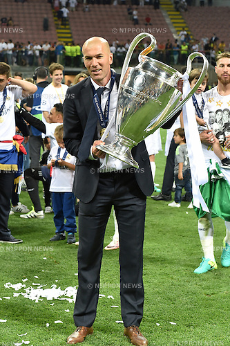 Zinedine Zidane (Real), MAY 28, 2016 - Football / Soccer : Real Madrid head coach celebrates with the trophy after winning the penalty shoot-out during the UEFA Champions League final match between Real Madrid 1(5-3)1 Atletico de Madrid at Stadio Giuseppe Meazza San Siro in Milan, Italy. (Photo by aicfoto/AFLO)
