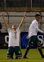 SÃO PAULO, SP, 27.05.2014 - CAMPEONATO BRASILEIRO - SÉRIE B - PORTUGUESA x SAMPAIO CORRÊA: Uillian Corrêa (e) comemora o seu gol durante partida Portuguesa x Sampaio Corrêa, válida pela 8ª rodada do Campeonato Brasileiro - Série B, disputada no estádio do Canindé em São Paulo. (Foto: Levi Bianco / Brazil Photo Press)