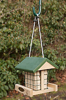 Vogel-Futterhäuschen mit Spezial-Fettfutter, Energieblock, Futterhaus, Futterhäuschen, Vogelfutter
