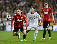 FUSSBALL  CHAMPIONS LEAGUE  ACHTELFINALE  HINSPIEL  2012/2013      Real Madrid - Manchester United FC         13.02.2013 Wayne Rooney (li, Manchester United FC) gegen Mesut Oezil (Real Madrid)