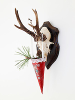 A decorative cone brings a touch of Christmas cheer to this hunting trophy