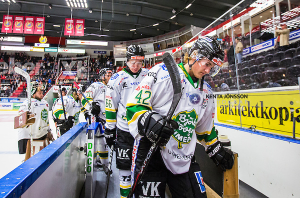 S&ouml;dert&auml;lje 2014-09-22 Ishockey Hockeyallsvenskan S&ouml;dert&auml;lje SK - IF Bj&ouml;rkl&ouml;ven :  <br /> Bj&ouml;rkl&ouml;vens Adam &Auml;hlstr&ouml;m och Andr&eacute; Ekstr&ouml;m deppar med lagkamrater efter matchen<br /> (Foto: Kenta J&ouml;nsson) Nyckelord: Axa Sports Center Hockey Ishockey S&ouml;dert&auml;lje SK SSK Bj&ouml;rkl&ouml;ven L&ouml;ven IFB depp besviken besvikelse sorg ledsen deppig nedst&auml;md uppgiven sad disappointment disappointed dejected