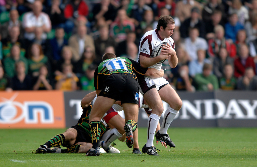 Photo: Richard Lane..Northampton Saints v Leicester Tigers. Guinness Premiership. 14/10/2006. .Tigers' Geordan Murphy attacks.