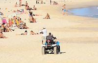 RIO DE JANEIRO, RJ, 05 DE JUNHO DE 2013 -QUADRICICLO DA PM PARA MONITORAMENTO DAS PRAIAS-RJ-  A Polícia Militar utiliza quadriciclos para monitoramento das praias, na tarde desta quarta-feira, 05 de junho, com muito sol, mar calmo e um pouco de névoa, em Ipanema, zona sul do Rio de Janeiro.FOTO:MARCELO FONSECA/BRAZIL PHOTO PRESS