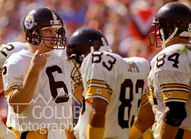 San Francisco 49ers vs Pittsburg Steelers at Candlestick Park Sunday, October 21, 1990..49ers beat Steelers 27-7.Steelers quarterback Buddy Brister (6) talks to wide receiver Louis Lipps and tight end Mike Mularkey (84)..