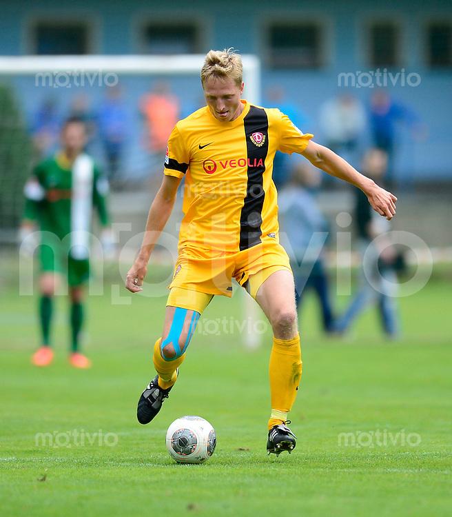 Fussball, 2. Bundesliga, Saison 2013/14, SG Dynamo Dresden, Testspiel, FK Varnsdorf - SG Dynamo Dresden, Samstag (29.06.13), Dubi, Tschechische Republik. Dresdens Marco Hartmann am Ball.