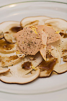 Europe/France/Rhône-Alpes/42/Loire/Saint-Etienne:  Foie gras et carpaccio de Cépes   recette du Bouchon Stéphanois  Corne d'Aurochs