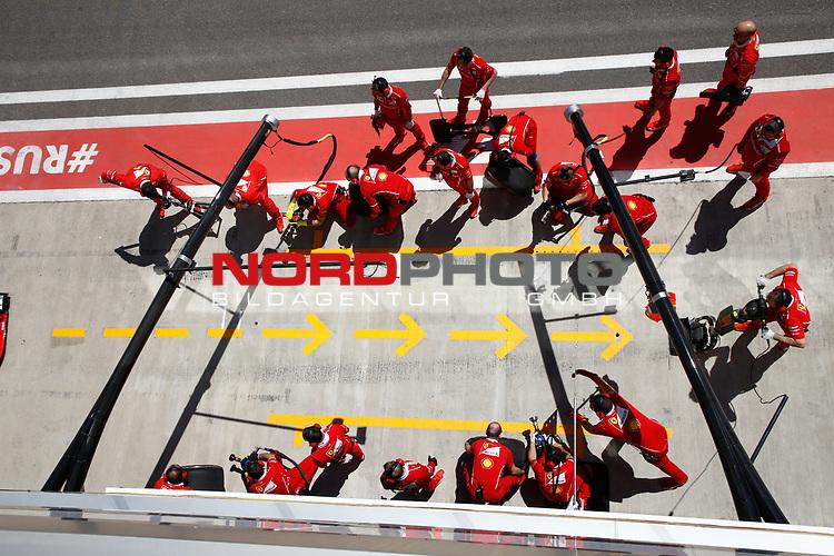 28.04.2017, Sochi Autodrom, Sochi, FORMULA 1 VTB RUSSIAN GRAND PRIX,  28.04. - 30.04.2017<br /> Boxenstop f&uuml;r Sebastian Vettel (GER#5), Scuderia Ferrari<br /> <br /> <br /> <br /> Foto &copy; nordphoto / Bratic