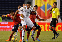 BARRANQUILLA - COLOMBIA -18-02-2014: Giovanni Martinez (Izq.) y Jose Amaya (Der.) jugadores de Universidad Autonoma disputan el balón con Norbey Salazar (Cent.) jugador de Fortaleza FC durante partido de la sexta fecha de la Liga Postobon I 2014, jugado en el estadio Metropolitano Roberto Melendez de la ciudad de Barranquilla. / Giovanni Martinez (L) y Jose Amaya (R)  player of Universidad Autonoma fight for the ball with Norbey Salazar (C) players of Fortaleza FC during a match for the sixth date of the Liga Postobon I 2014 at the Metropolitano Roberto Melendez stadium in Barranquilla city. Photo: VizzorImage  / Alfonso Cervantes / Str.
