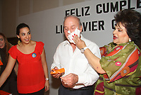 El alcalde de Hermosillo Javier G‡ndara Maga–a festejo su cumplea–os en la sala de la comunidad acompa–ado de su esposa Marcela Fern‡ndez,  sus hijas y los empleados del ayuntamiento