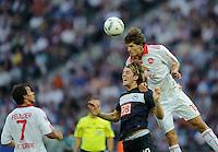 Fussball Bundesliga Saison 2011/2012 1. Spieltag Hertha BSC Berlin - 1. FC Nuernberg V.l.: Markus FEULNER (Nuernberg), Peter NIEMEYER (Hertha BSC), Timm KLOSE (Nuernberg).