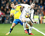 Real Madrid's Gareth Bale (r) and UD Las Palmas' Dani Castellano during La Liga match. March 1,2017. (ALTERPHOTOS/Acero)