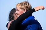 BLOEMENDAAL  - keeper Feiko Keilholz (Bldaal) met Thomas Tichelmann .    Hoofdklasse competitie heren, Bloemendaal-HGC (7-2). COPYRIGHT KOEN SUYK