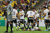 RIO DE JANEIRO, 27.04.2014 - Emerson do Botafogo fica no chão após converter o gol durante o jogo contra Internacional disputado neste domingo no Maracanã. (Foto: Néstor J. Beremblum / Brazil Photo Press)