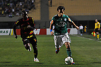 ATENÇÃO EDITOR: FOTO EMBARGADA PARA VEÍCULOS INTERNACIONAIS - SÃO PAULO, SP, 06 DE SETEMBRO DE 2012 - CAMPEONATO BRASILEIRO - PALMEIRAS x SPORT: Valdivia (d) durante partida Palmeiras x Sport Recife, válida pela 22ª rodada do Campeonato Brasileiro no Estádio do Pacaembú. FOTO: LEVI BIANCO - BRAZIL PHOTO PRESS