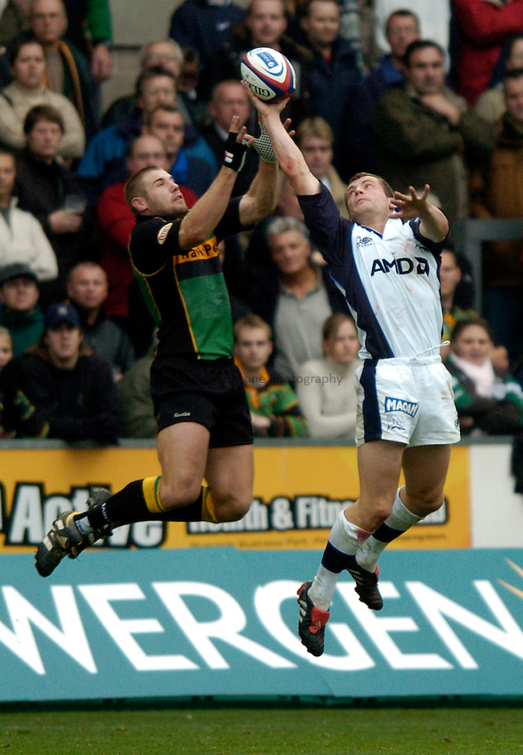 Photo. Richard Lane..Northampton Saints v Sale Sharks. 16/10/2004..Mark Cueto beats Ben Cohen to a high ball leading to his breakaway try.