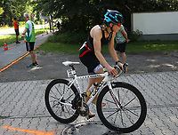 Chantal Jäger kommt zum SKV Stadion und wechselt auf die Laufstrecke - Mörfelden-Walldorf 21.07.2019: 11. MoeWathlon