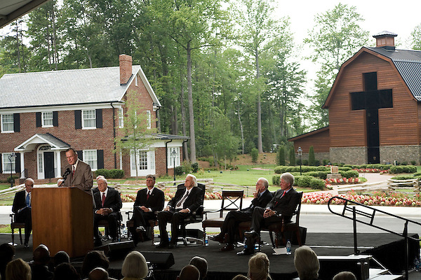 Thursday, May 31, Charlotte, North Carolina. Dedication ceremony for the new Billy Graham Library in Charlotte, North Carolina.. Former president George HW Bush was the keynote speaker..Behind him (l to r)  Cliff Barrows, Franklin Graham, Billy Graham Jimmy Carter and Bill Clinton..