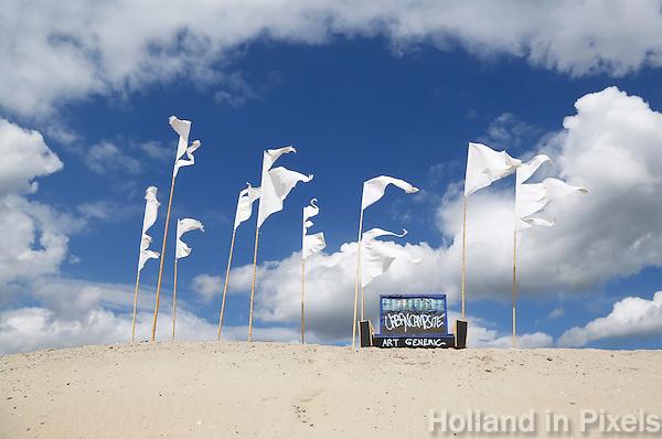Van 1 juni tot 1 september 2015 bivakkeert UrbanCampsite Amsterdam op  het Centrumeiland op IJburg.  Urban Campsite is een reizende camping waar kamperen en kunst samenkomen. Op Urban Campsite Amsterdam kun je overnachten in artistieke, bijzondere  mobiele objecten. Bankje en vlaggen op een zandheuvel