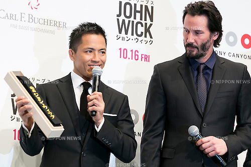 (L to R) Japanese Judo Gold Medalist Tadahiro Nomura gives as a gift a black belt to the Canadian actor Keanu Reeves during the Japanese premiere for the film John Wick on September 30, 2015, Tokyo, Japan. The movie will be released in Japanese theatres on October 16. (Photo by Rodrigo Reyes Marin/AFLO)
