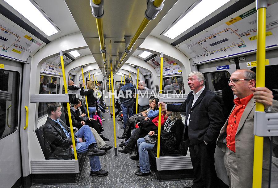 Passageiros no Metro de Londres, Inglaterra. 2008. Foto Juca Martins.