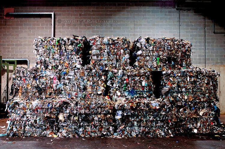 Milano, via Zama, recicleria rifiuti Amsa.<br /> Milan, Amsa garbage dump.