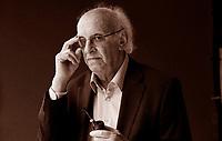Petros Markarīs, Istanbul, 1º gennaio 1937) è uno scritore, drammaturgo e sceneggiatore greco di grande successo. Un incontro al Salone del libro con lo scrittore greco Petros Markaris, in Italia per presentare «Titoli di coda». Torino Salone del Libro 2016. © Leonardo Cendamo