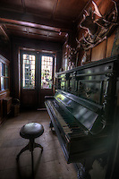 J&auml;ger hotel in Schwartzwald<br /> Old piano
