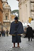ROMA 12/03/2012: PRIMO GIORNO DEL CONCLAVE PAPALE. PIAZZA SIAMPIETRO SI RIEMPIE DI PELLEGRINI..FOTO DI LORETO ADAMO