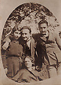 ? 1930?.On top, Nezyet, Kamuran and Safter Bedir Khan.Below, Saniha Hanum.? 1930?.Debout Nezyet, kamuran et Safter Bedir Khan, assise, Saniha Hanum