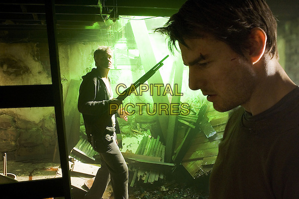 War of the Worlds (2005) <br /> Tim Robbins, Tom Cruise<br /> *Filmstill - Editorial Use Only*<br /> CAP/KFS<br /> Image supplied by Capital Pictures
