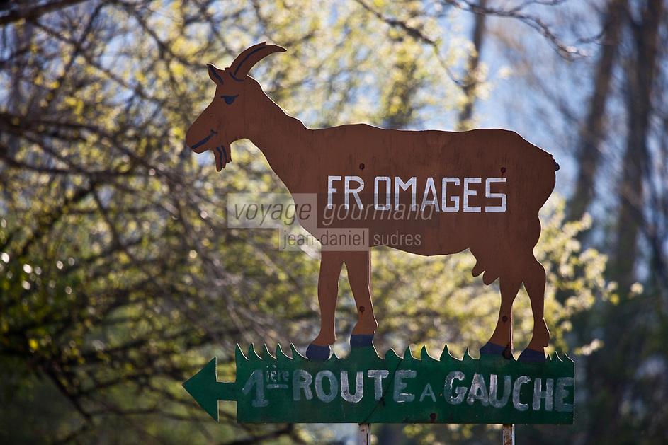 Europe/Europe/France/Midi-Pyrénées/46/Lot/Saint-Sulpice: Enseigne vente de fromages de Chêvre AOC Rocamadour de la ferme: Le Mas de Thomas