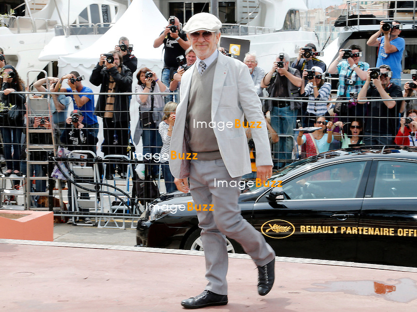CPE/May 15, 2013-Cannes (FR)-President of Jury, director Steven Spielberg, Jury members Daniel Auteuil, Ang Lee, Christoph Waltz, Nicole Kidman, Vidya Balan and Naomi Kawase arrive at Palais Des Festivals.
