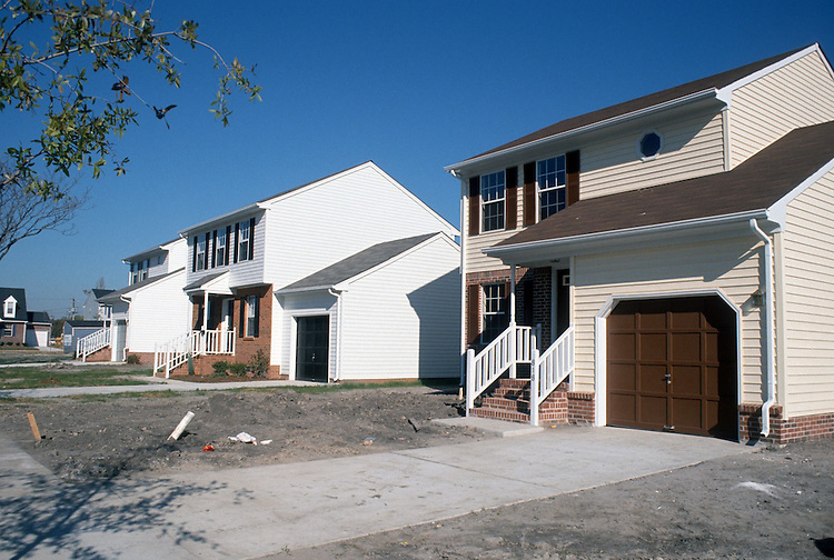 1990 September ..Redevelopment.Huntersville 2..Attucks Square.Henry Street Homes...NEG#.NRHA#..REDEV:HuntII-1 1:19