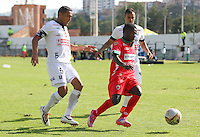 TUNJA -COLOMBIA, 22-02-2015: Accion de juego entre  Patriotas FC y Once Caldas durante la fecha 5 de La Liga Aguila I 2015 jugado en el estadio La Independencia de la ciudad de Tunja. / Aspect of the match between the Patriotas FC  and Once Caldas during the 5th date of La Liga Aguila I 2015 played at La Independence stadium in Tunja . Photo: VizzorImage / Jose Miguel Palencia  / Stringer