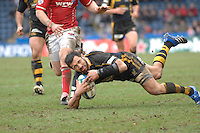 Wycombe, GREAT BRITAIN, Riki FLUTEY, stumbles with the ball, during the Heineken Cup game Wasps vs Llanelli Scarlets, at Adams Park Stadium, Bucks, 13.01.2008 [Photo, Peter Spurrier/Intersport-images]
