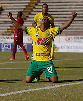 NEIVA - COLOMBIA -13 -07-2016: William Duarte, jugador de Atletico Huila celebra el gol anotado a Cortulua, durante partido entre Atletico Huila y Cortulua, por la fecha 3 de la Liga Aguila II 2016 en el estadio Guillermo Plazas Alcid de Neiva.  / William Duarte, player of Atletico Huila celebrates a goal scored to Cortulua,  during a match between Atletico Huila and Cortulua, for the date 3 of the Liga Aguila II 2016 at the Guillermo Plazas Alcid Stadium in Neiva city. Photo: VizzorImage  / Sergio Reyes / Cont.