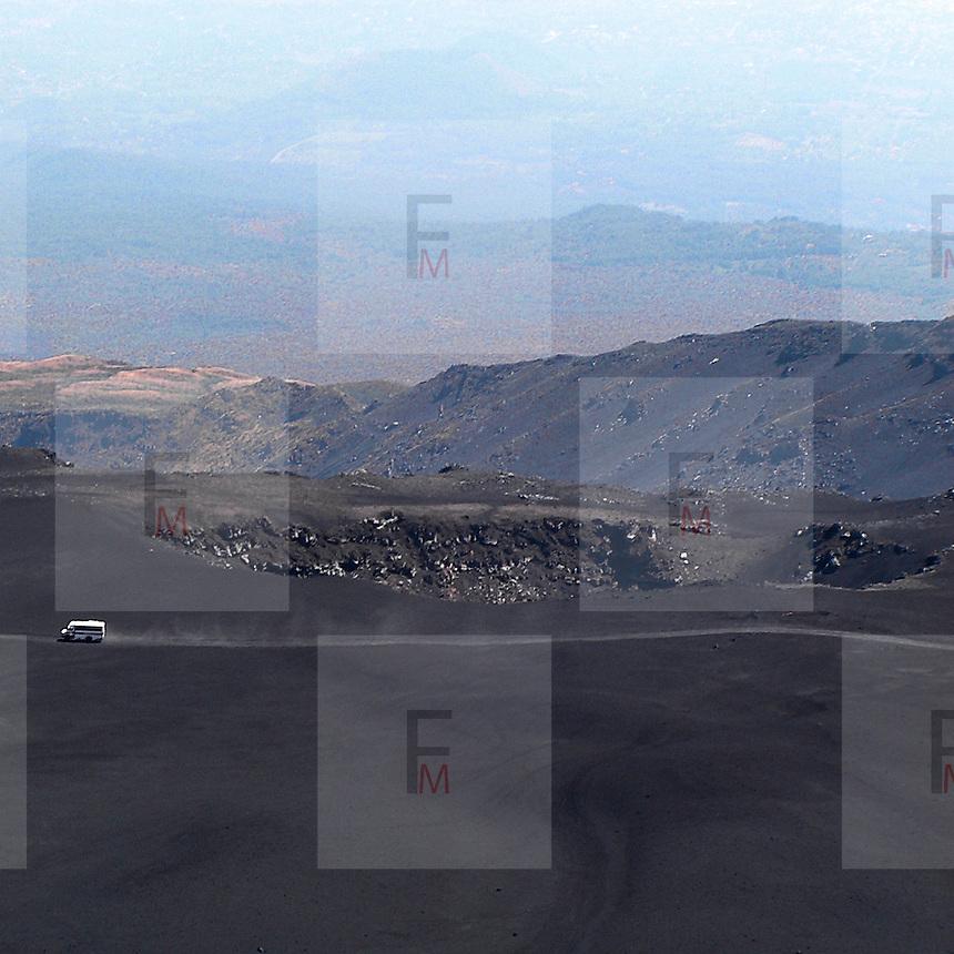 La jeep dei turisti sul versante est dell'Etna...The jeep of the tourists on eastern side of Etna volcano.