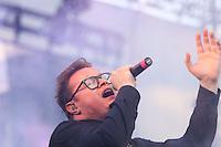 El cantante Leonel Garcia, durante su presentacion en el concierto Exa 2013 en Leon Guanajuato.<br /> (*Foto:TiradorTercero/NortePhoto*)