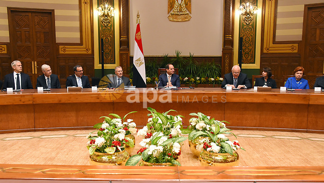Egyptian President Abdel Fattah al-Sisi meets with Board of Trustees of Alexandria Library in Cairo, Egypt, on May 13, 2017. Photo by Egyptian President Office