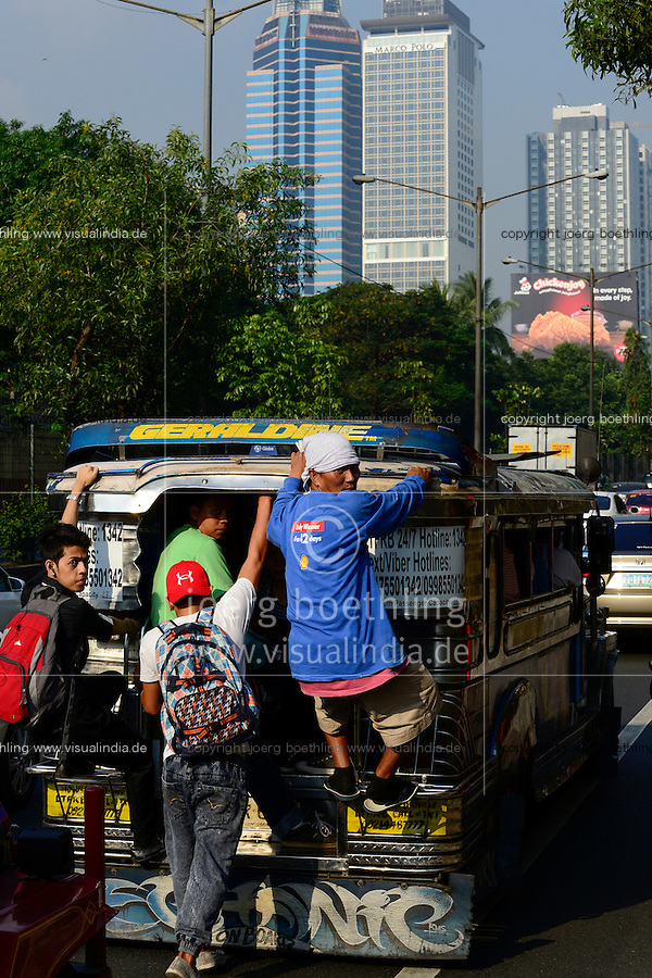PHILIPPINES, Manila, traffic in Pasig City, jeepney used for public transport / PHILIPPINEN, Manila, Verkehr in Pasig City, Jeepney