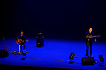 ULISSE NUIT GRAVEMENT A LA SANTE<br /> Slam / récit : Marien Tillet<br /> Guitare : Matthias Castagné<br /> Son et lumière : Alban Guillemot<br /> Lieu : Salle Jacques Brel<br /> Ville : Champs sur Marne<br /> Date : 15/10/2015<br /> © Laurent Paillier / photosdedanse.com