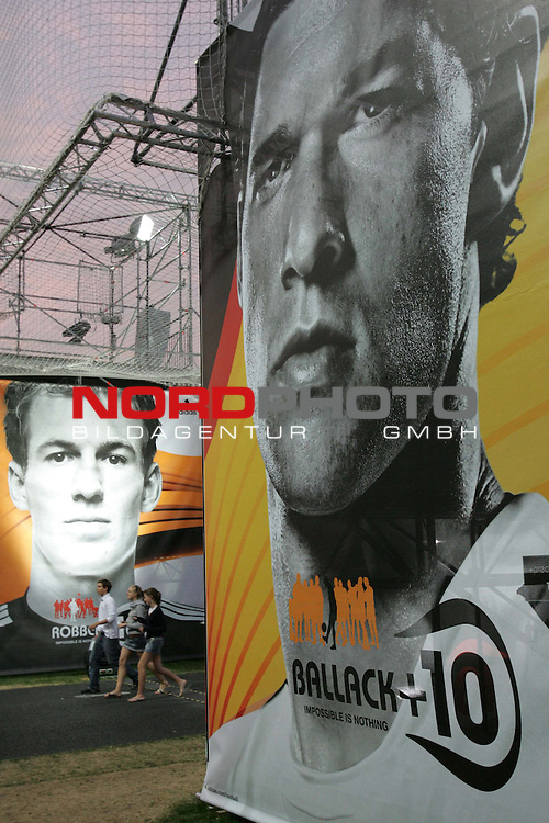 FIFA WM 2006 - Press Conference - Germany<br /> The Adidas World of Football in front of Reichstag in Berlin during the World Cup in Germany. Michael Ballack (r) from Germany and Arjen Robben (l) from The Netherlands on a placard. <br /> Foto &copy; nordphoto